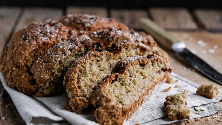 Hitri polnozrnat kruh s semeni (brez kvasa)