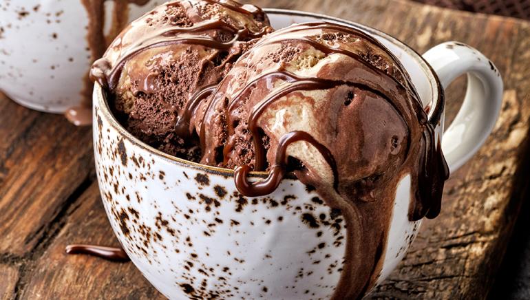 Domači čokoladni sladoled iz dveh sestavin