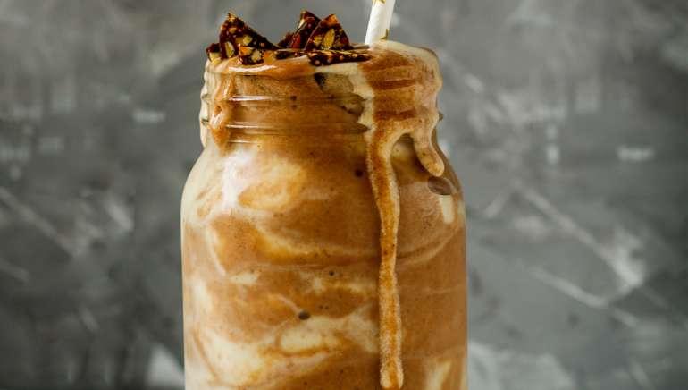 Čokoladni beljakovinski mlečni napitek / milkshake s čičeriko