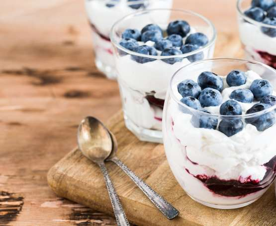 Jogurtova krema s sadjem